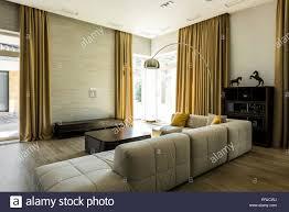 innere leere modernes wohnzimmer mit einem sofa und einem