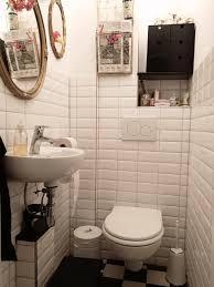 im badezimmer ist das interieur klassisch die bad