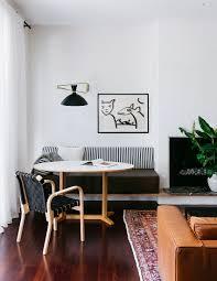 runder tisch mit eingebauter sitzbank bild kaufen