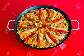 cuisine avec du riz une cuisine typiquement espagnole paella fabriqué avec du riz