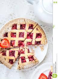 apple erdbeer und blackberry gitter torte stockbild bild