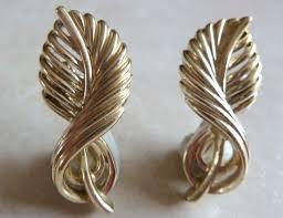 Vintage Gold Leaf Design 1960 s Jewelcraft Clip Earrings