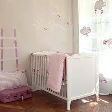 déco originale chambre bébé rideaux tapis et décoration originale de chambre bébé et enfant