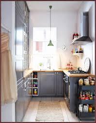 klein schmal stilvoll küchen design holz lackiert altmodisch