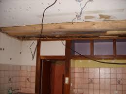 cuisine pourrie 2 changement de la poutre pourrie entre le plafond de la cuisine