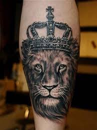 Lion Tattoos Are Often Used As Symbols Of Power And Regal Traits This Tattoo For Men Is A Great Example That Black White New School Style