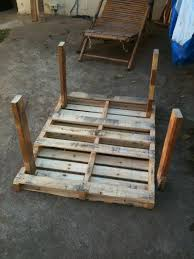 Plans For Pallet Patio Furniture by Best 25 Pallet Table Outdoor Ideas On Pinterest Diy Pallet