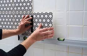 recouvrir du carrelage mural cuisine avec cristal grip carrelez sans colle même dans la