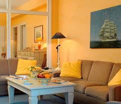 maritimes flair auf dem land wohnzimmer maritim in gelb