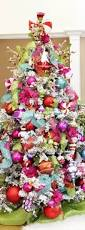 Whoville Christmas Tree by Best 25 Whoville Christmas Decorations Ideas On Pinterest