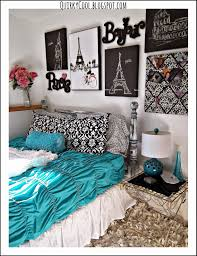 Paris Themed Bathroom Wall Decor by Quirky Cool A Parisian Chic Room That Diy Party Highlights