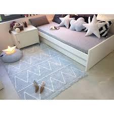 tapis chambre enfant garcon tapis lavable hippy bleu avec franges chambre bébé garçon