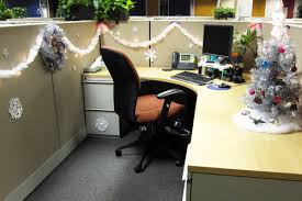 Cubicle Decoration Themes In Office For Christmas by Epic Christmas Cubicles Shoplet
