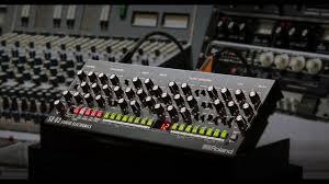 100 Boutique Studio Mode Roland SE02 Analog Synthesizer Designed By