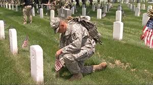 Memorial Day Graveside Decorations by Veterans Day And Memorial Day Know The Difference Aol News