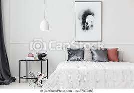 elegantes schlafzimmer mit wandverkleidung einfaches