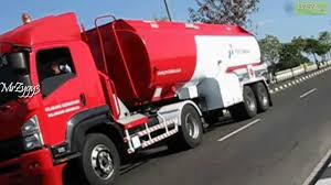 Isuzu Giga FVR34TH 240 Fuel Tanker Truck Pertamina - YouTube
