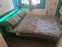 schlafzimmer bett mit led