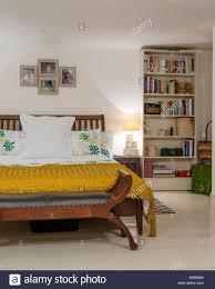 gelbes schlafzimmer stockfotos und bilder kaufen alamy