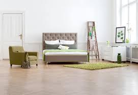 mit grüner deko das schlafzimmer verschönern bett