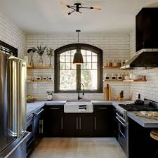 Mid Sized Farmhouse Enclosed Kitchen Ideas