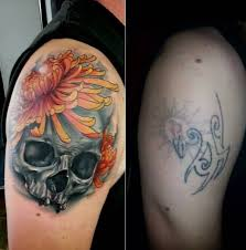 Men Upper Sleeve Decorated With Brilliant Skull And Cover Up Simple Tribal Tattoo