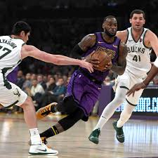 NBA Los Angeles Lakers Um LeBron James Unterliegen Milwaukee Bucks