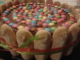 dessert avec des boudoirs gros gâteau d anniversaire au chocolat pincée de fantaisie