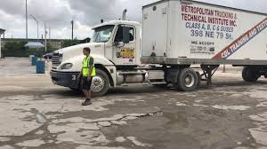 100 Metropolitan Trucking CDL CLASE A PARQUEO EN L CDL CLASS A PARKING IN L 2018 YouTube