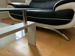 glastisch wohnzimmer modernes design weiß mit metall elementen