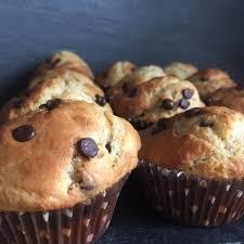 bananen joghurt muffins mit chocolate chips