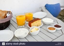 traditionelles griechisches frühstück mit joghurt