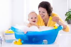 das erste babybad alle tipps für die babybadewanne