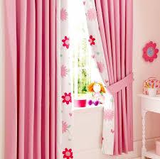 rideau pour chambre fille rideaux chambre enfant qui créent une ambiance accueillante et