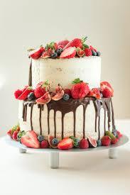 quarktorte mit schokolade und frischen früchten dessert