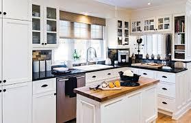 cuisine bois blanchi cuisines blanches et bois cuisine laque blanc brillant avec lot