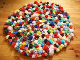 tapis a faire soi meme tapis de pompons tapis pompon pompons et tapis