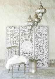 orientalisch einrichten ideen in weiß und silbern mandala