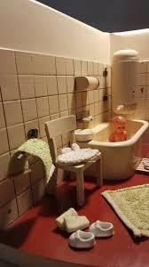 antikes puppenhaus badezimmer