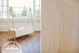 Plywood Poplar Modern Clothing Rack Display