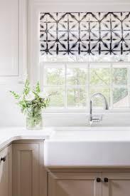 Kitchen Curtain Ideas Pictures by Best 25 Kitchen Valances Ideas On Pinterest Kitchen Curtains