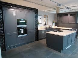 a große landhaus küche mit insel hem küchen küche