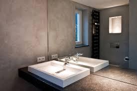 naturstein trifft kalkputz minimalistisch badezimmer