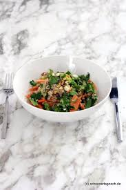 quinoa brokkoli salat mit karotten pistazien und apfel