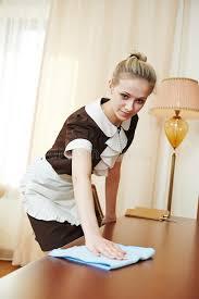 femme de chambre femme de chambre au service hôtelier photo stock image du bonne