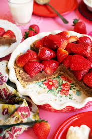 I can t think of a better way to celebrate Valentine s Day than with a giant pie that is made up of chocolate and strawberries Whether you re eating it