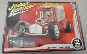 AMT 38537 Johnny Lightning 1/25 Barris Kustom Ice Cream Truck Model ...