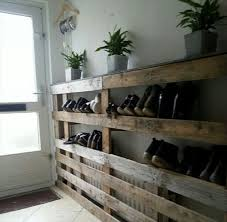 Pallet Wood Redone to Create a Shoe Rack