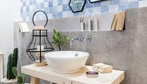 einrichtungsidee für ein modernes badezimmer mit dekoration