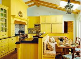 cuisine jaune et blanche cuisine noir et jaune gallery of meuble cuisine couleur acajou